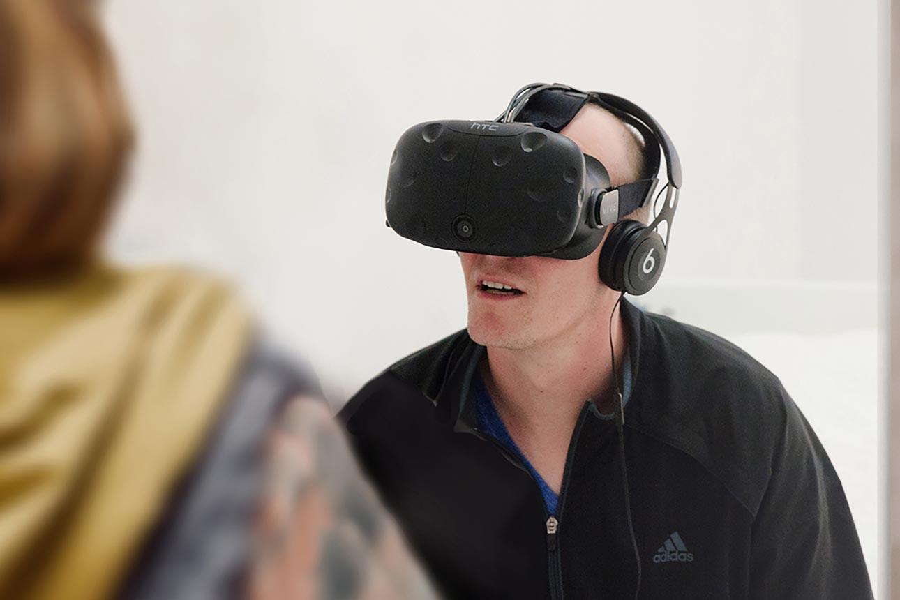 Violette, expérience avec casque de réalité virtuelle © Charles Lafrance